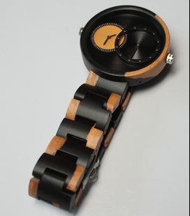 zwart-wit houten horloge