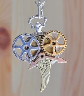 Zilverkleurige steampunk ketting raders 1