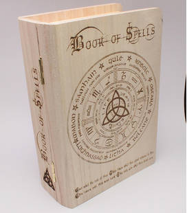 houten Book of Spells